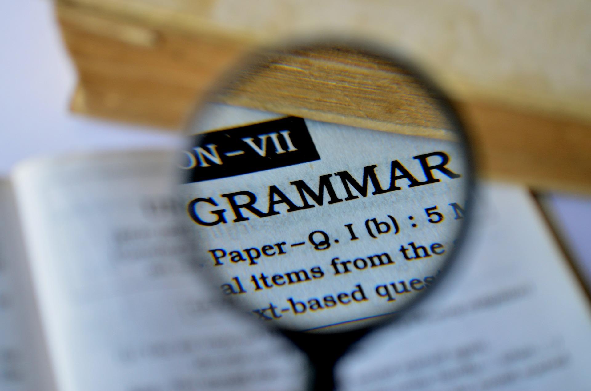 grammar 389907 1920 - Przyimki z celownikiem i biernikiem I