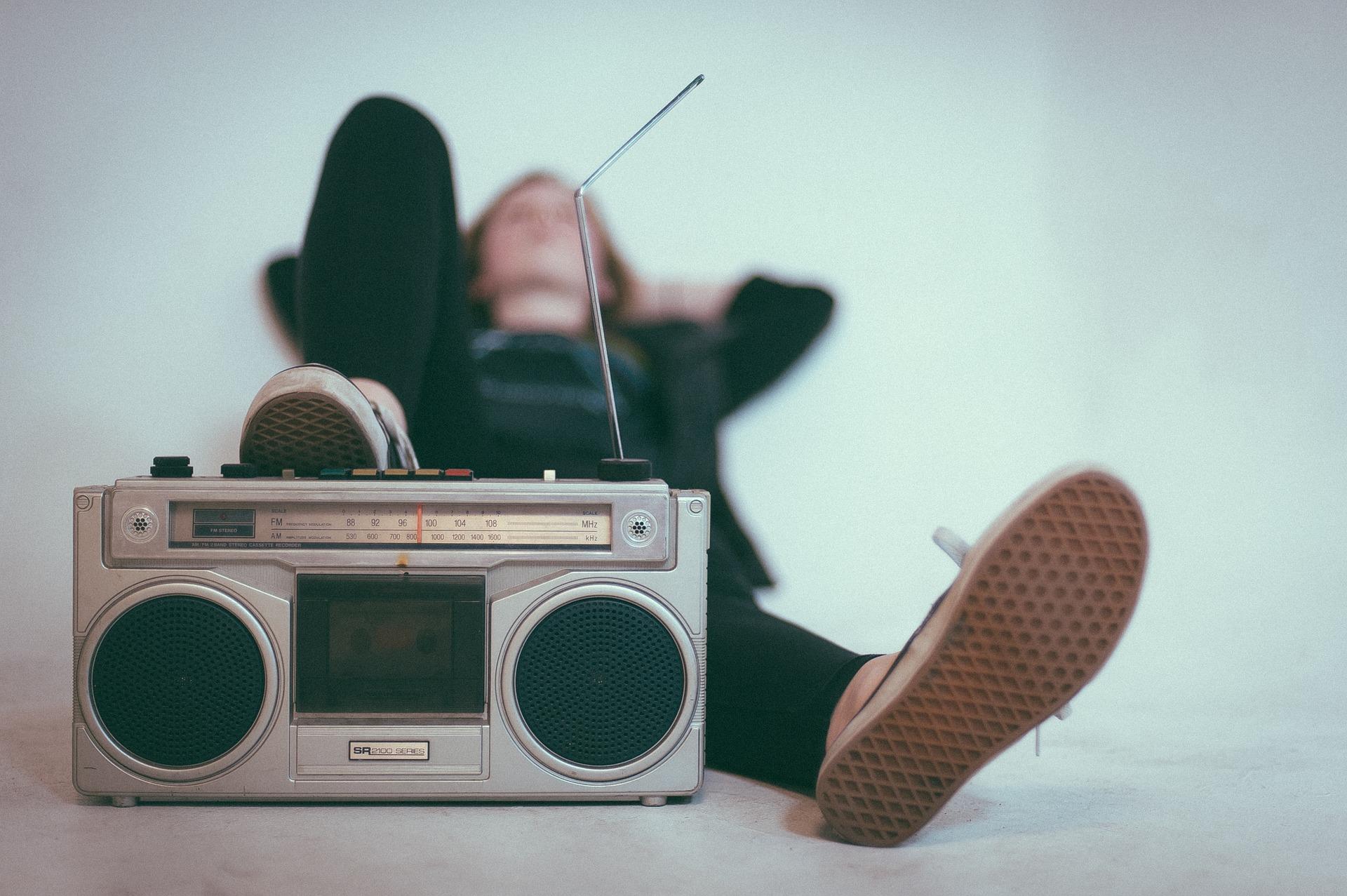 radio 2588503 1920 - Niemiecki do słuchania dla początkujących