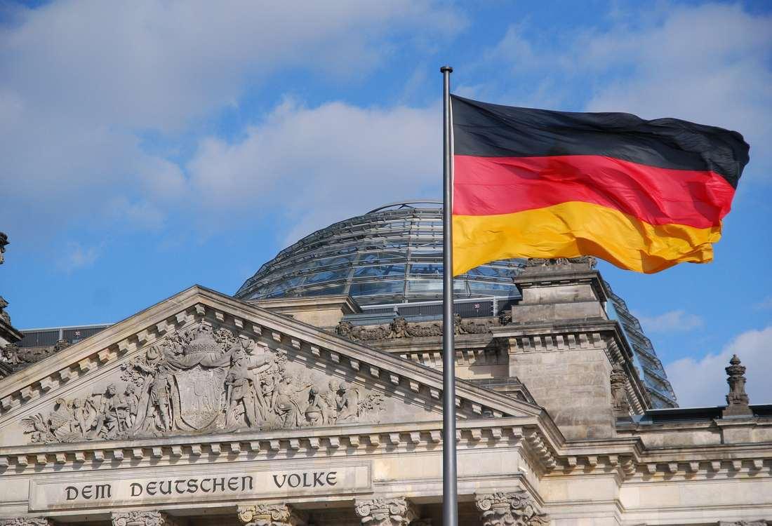 reichstag 1358937 1920 1 - Flaga Niemiec - co oznaczają kolory ? Niewolę, bitwę, wolność